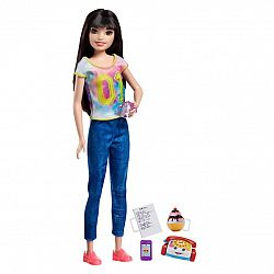 Barbie Skipper bébiszitter baba - Fekete hajú farmerben (kép 1)