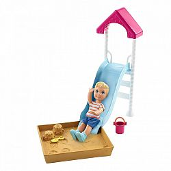 Barbie Skipper bébiszitter kiegészítő szett - kisfiú csúszdával (kép 1)